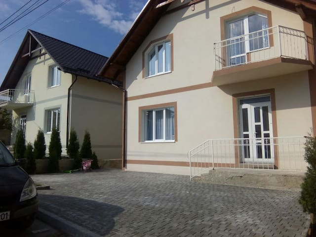 Simple nice rooms with great view - Chișinau, Tohatin - Haus