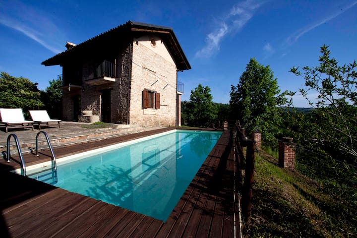 Appartamento con piscina vista sulle Langhe - Montelupo Albese - Apartamento