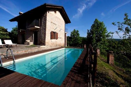 Appartamento con piscina vista sulle Langhe - Montelupo Albese - Квартира