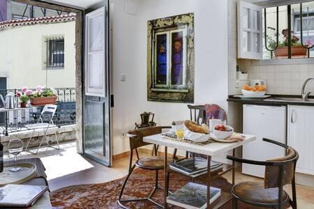 Alfama Pateo Apartment -YouLisbon