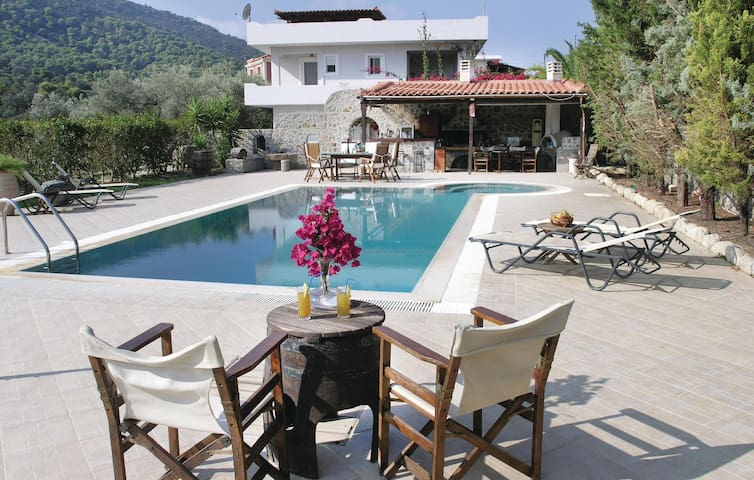 Holiday cottage with 2 bedrooms on 170m² in Agia Marina Aigina