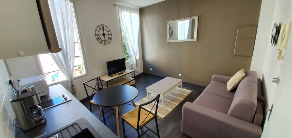 FUNCTIONAL AND BRIGHT STUDIO - CLOSE TO THE PALAIS DES PAPES
