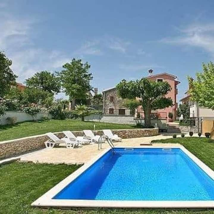 Lovely house for 8 person with pool in Motovun.
