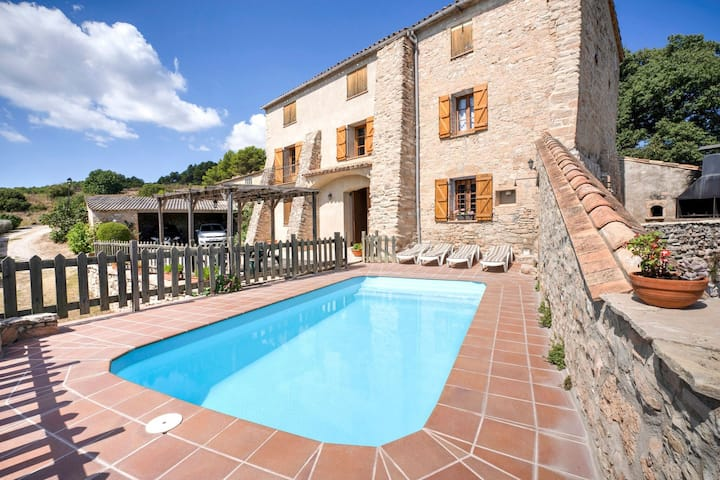 Graceful Cottage in St. Marti de Tous with Swimming Pool
