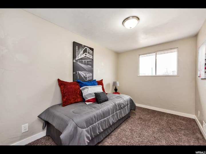 Beautiful stay in remodeled Orem home