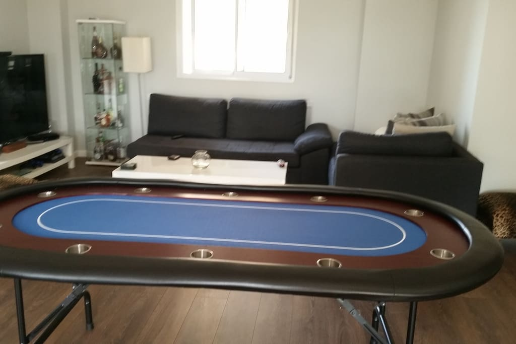 Poker Table for 10 People