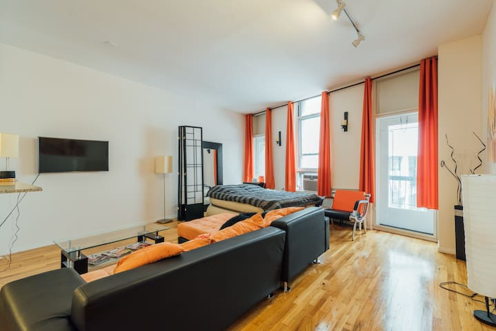 Spaceful studio in the heart of Financial district