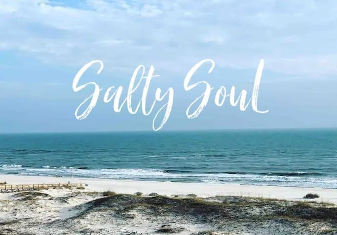 Salty Soul is your beautiful studio escape right on the beach!! ***LAST MINUTE CANCELLATION 8/1-8/5** DISCOUNTED RATE**