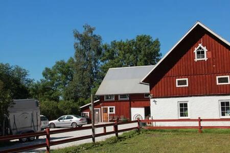 Liten kalkstensidyll på hästgård - Gotland - Lejlighed