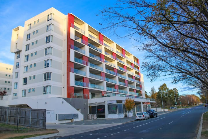 Spacious One Bedroom Apartment - Belconnen - Huoneisto