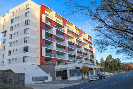 Spacious One Bedroom Apartment - Belconnen - Appartement