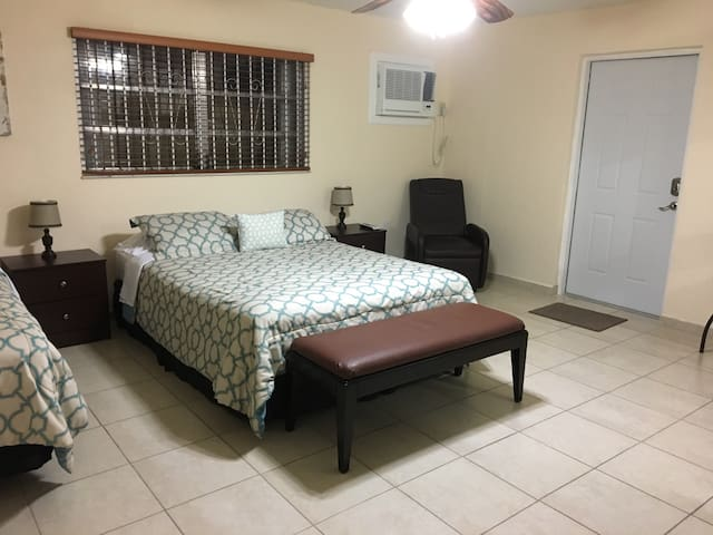 Cozy studio two miles from the Airport. - Miami - Appartement
