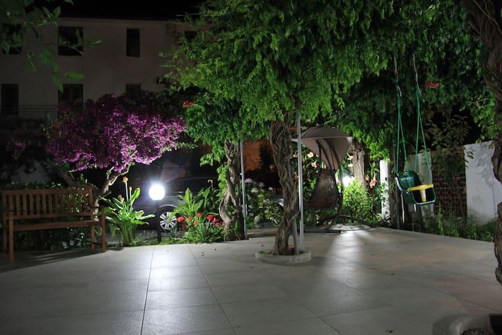 Gaden night