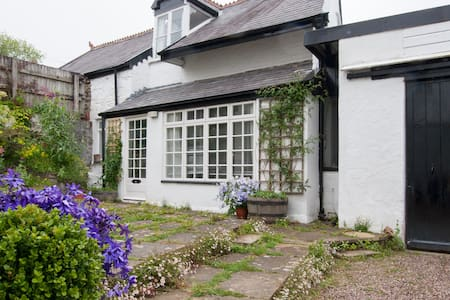 Heavitree Cottage, Heavitree Garden - Barnstaple