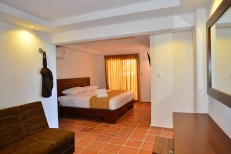 HOTEL RIO LAGARTOS HABITACION 4