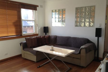 Modern 1 bedroom Apartment - Centennial Park