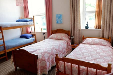 Seaside Village 4 Bed Family Room Vegetarian B&B - Bed & Breakfast