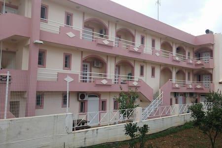 chris apartments - Analipsi