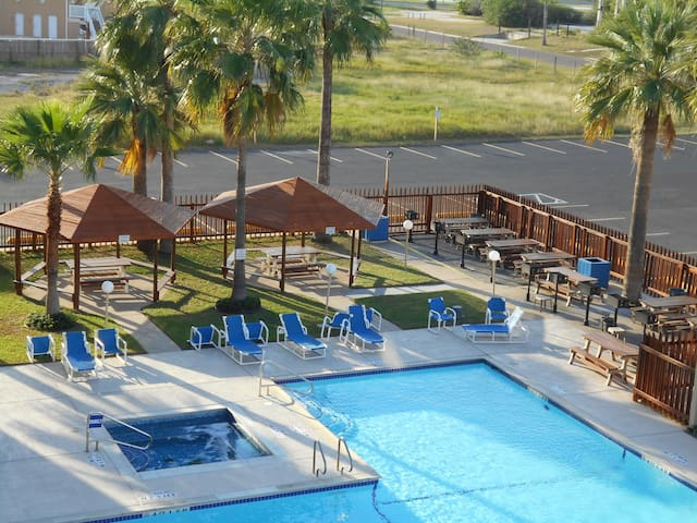 1 /1,GREAT SUMMER RATES,POOL,SLEEP 6,PET FRIENDLY!