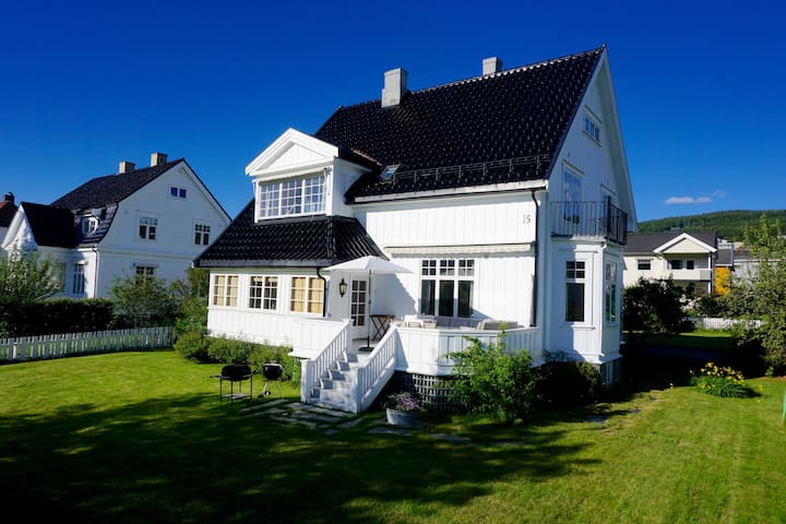 Downtown house with soul and comfort - Lillehammer - Talo