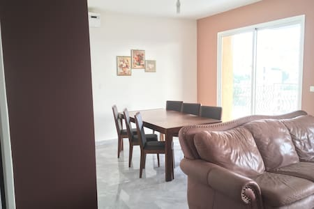 Charming high rise apt 3 bedroom