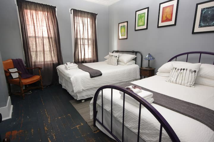 Historic guest house - arts and outdoors, Ella