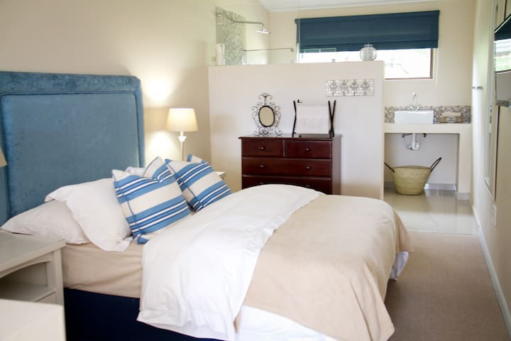 Standard Room - Paarl - Bed & Breakfast
