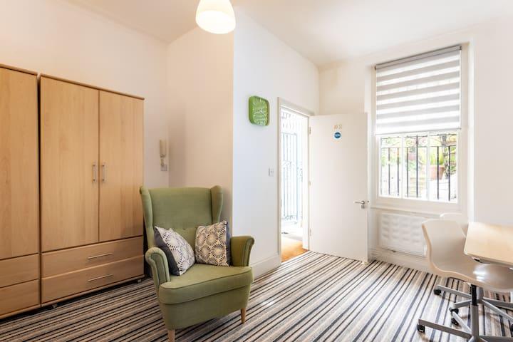 Charming Twin/Triple bedroom in Kensington