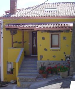 CASA GIALLA IN BORGO MEDIEVALE - House