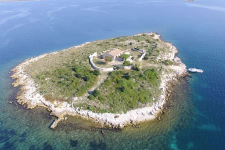 Otok Ravna Sika (Kornati)