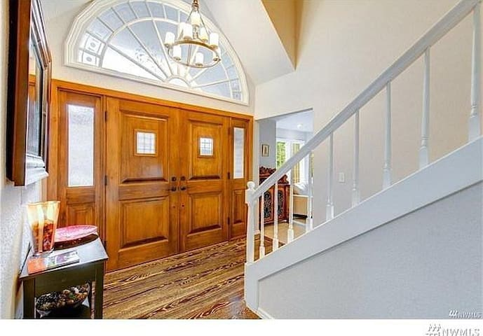Beautiful Bellevue Home at Amazing Price!