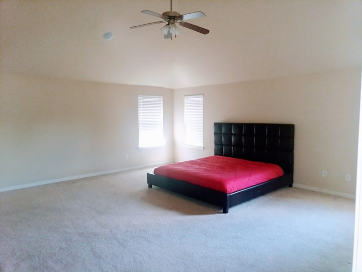RM5-Beautiful,Clean& Cozy  Huge Master Bedroom