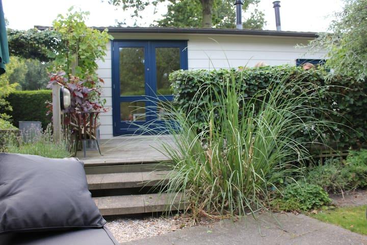 Chalet met ruime tuin dicht bij zee - Burgh-Haamstede - House