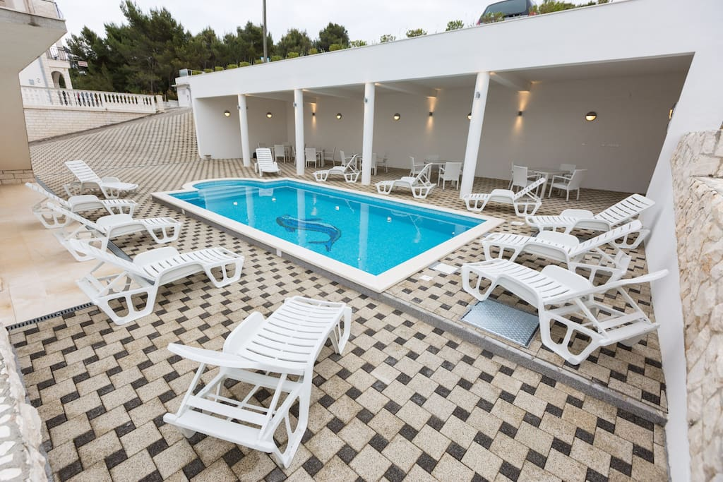 TERRACE AND HEATED, HIDRO-MASSAGED POOL