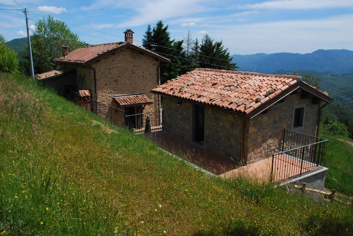 On top of a hill in Garfagnana - Castiglione di Garfagnana - บ้าน