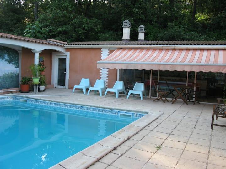 la maison du coteau rouge (2 chambres+piscine+spa)