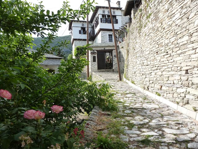 TRADITIONAL MANSION EVILION - Makrinitsa - Townhouse