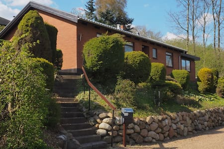 Hus i grønt område,ned til Sø+mølle - Lunderskov - Hus