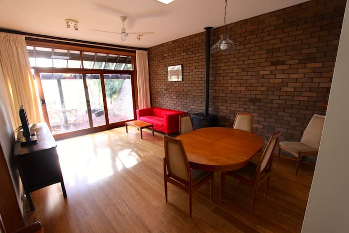 Wybalena Grove - Kid friendly 2BR - Cook - Hus