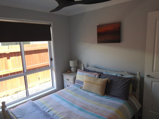 Bright and Comfy Double Room with Private Bathroom