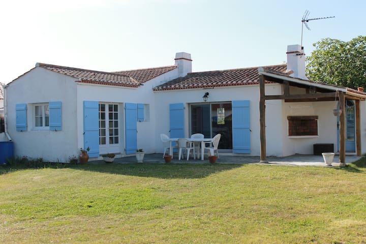 Charmante maison noimoutrine - L'Épine