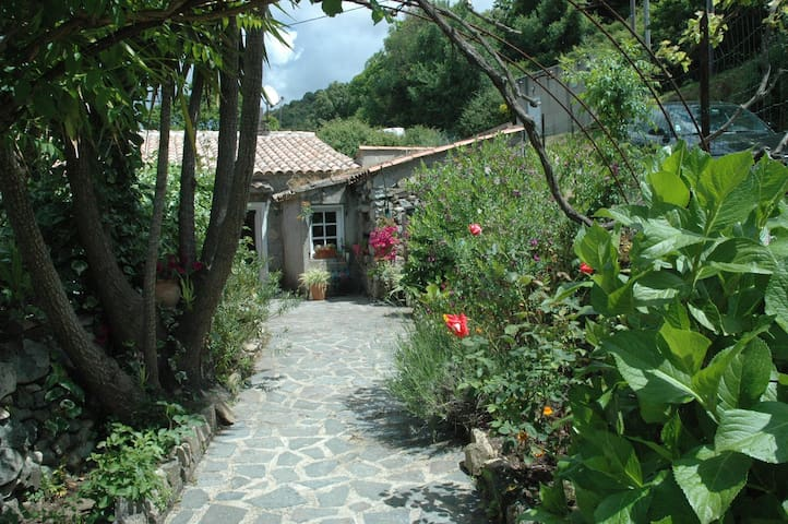 Maison indépendante avec jardin - Sainte-Lucie-de-Tallano - บ้าน