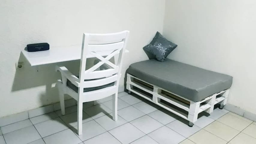 Comfortable bed and working space in Kacyiru