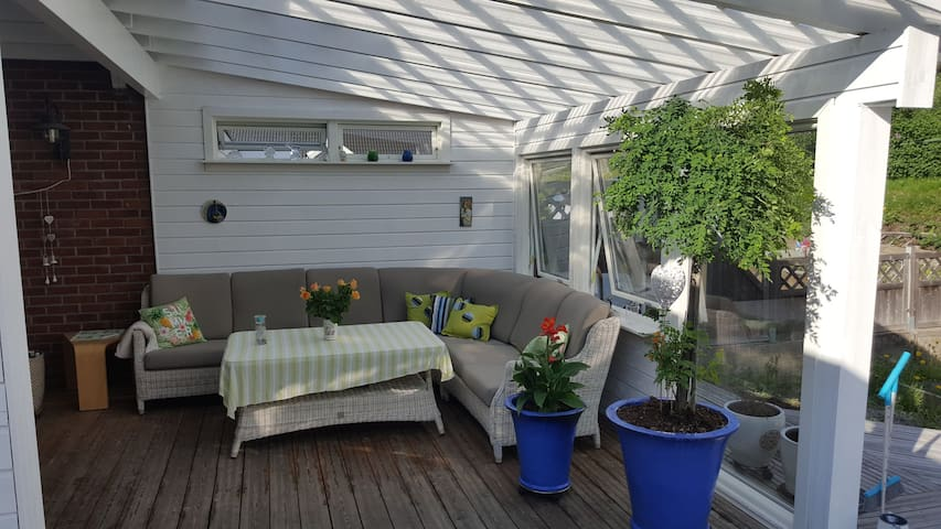 8-9 pers 4 bedroms villa, 2 bathrooms, great decks