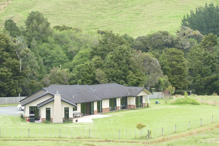Farmstay - relax and enjoy our comfortable home. - Kaingaroa - Bed & Breakfast