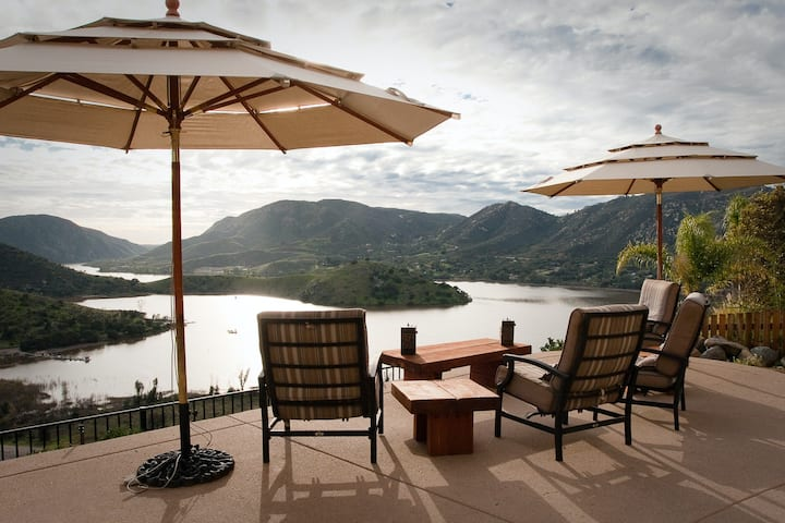 Stunning dog-friendly villa w/lake views, private hot tub & pool and game room!