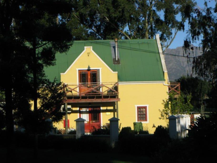 Pecanut Cottage and Oak Cottage
