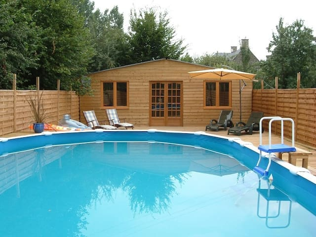 10m x 5m Pool and >Sundeck (June to September)
