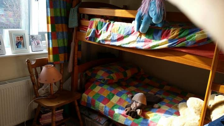 A bunk bed room