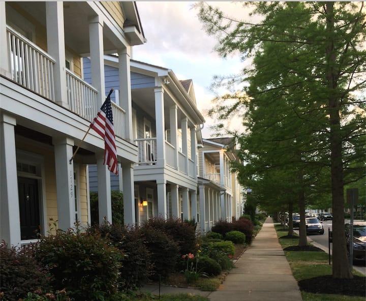 Spacious Charleston Style 3 Bedroom- Walk 2 Uptown